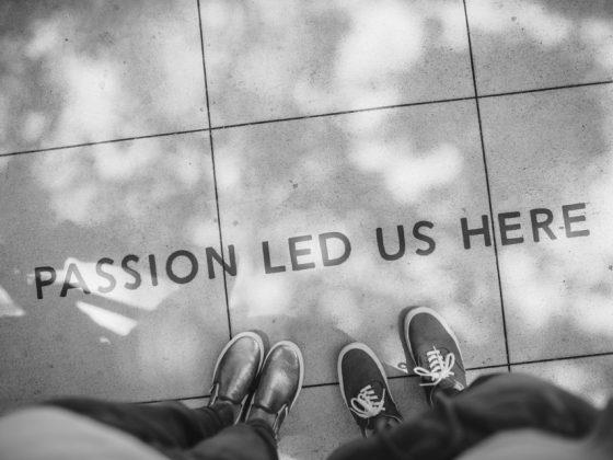 photo sol avec écris: passion les us here