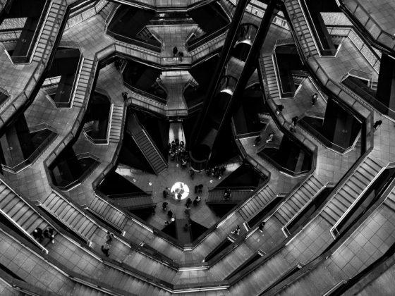 photo escalier noir et blanc