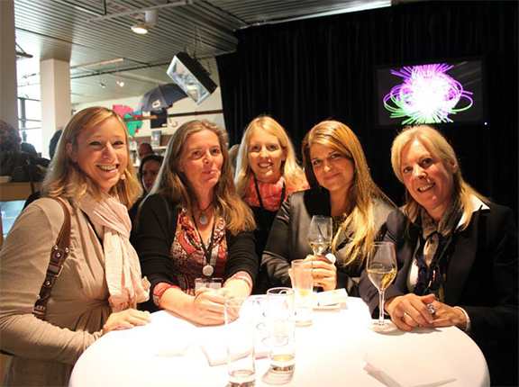 photo groupe femme avec apéro